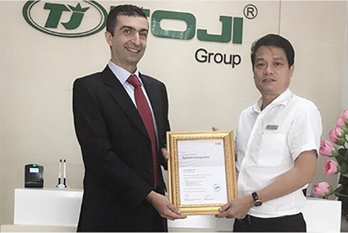 """Tập đoàn TOJI nhận chứng chỉ """"Nhà phân phối sản phẩm tự động hóa lưới điện"""" từ ABB"""