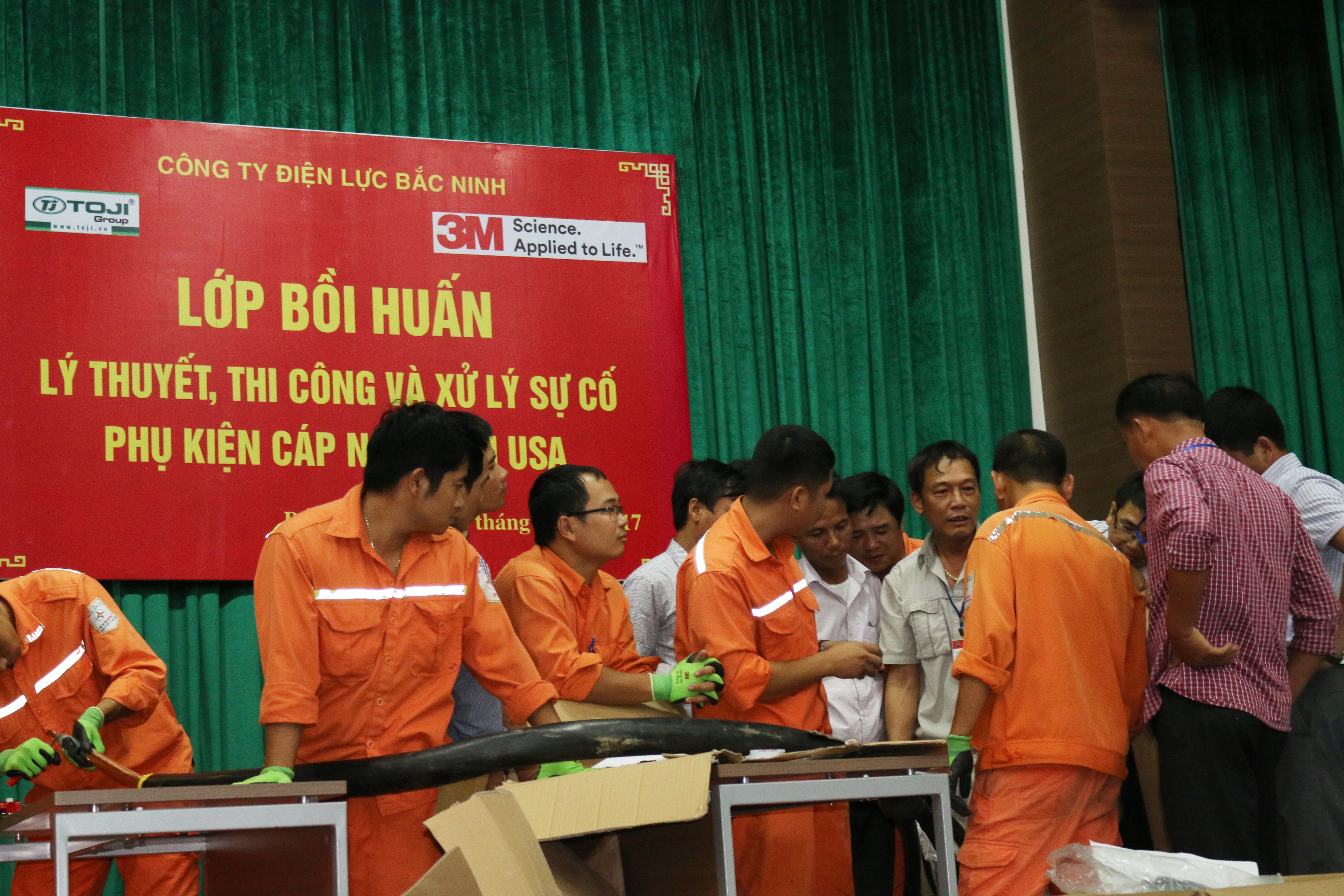 Phối hợp tổ chức bồi huấn cho cán bộ Điện lực Bắc Ninh