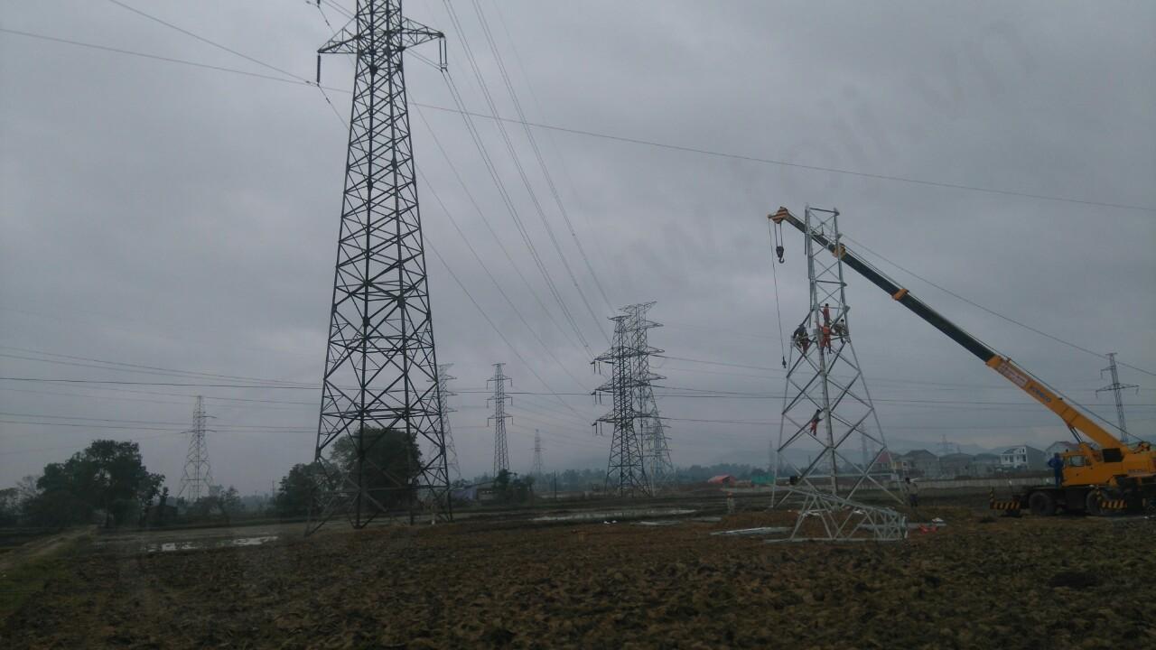 Đóng điện thành công 3 đường dây phục vụ giải phóng mặt bằng đường Hưng Tây (Vinh)