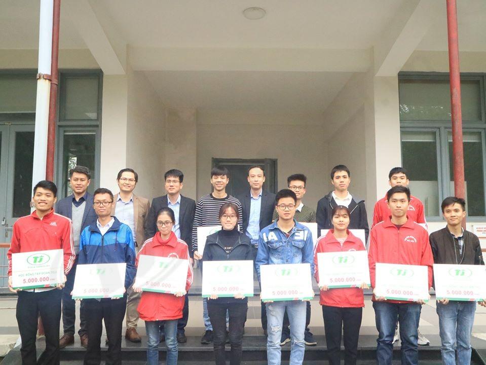 TOJI trao học bổng cho sinh viên đại học Bách Khoa.